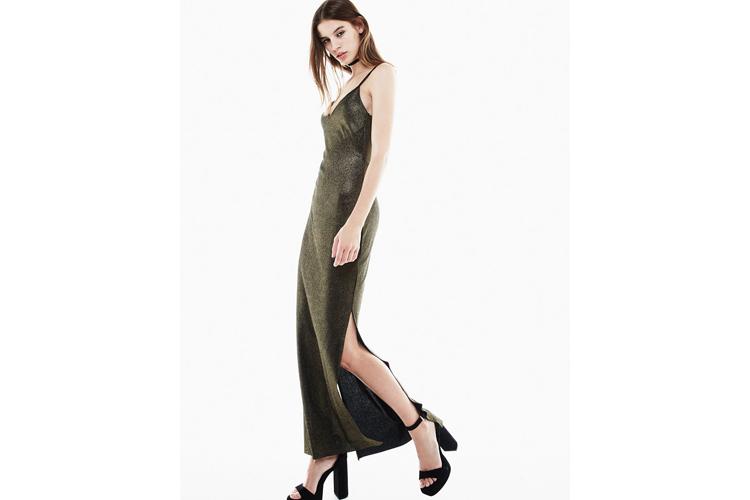 looks_de_nochevieja-vestido_largo_tirantes_laminado-bershka-centro_comercial_valle_real