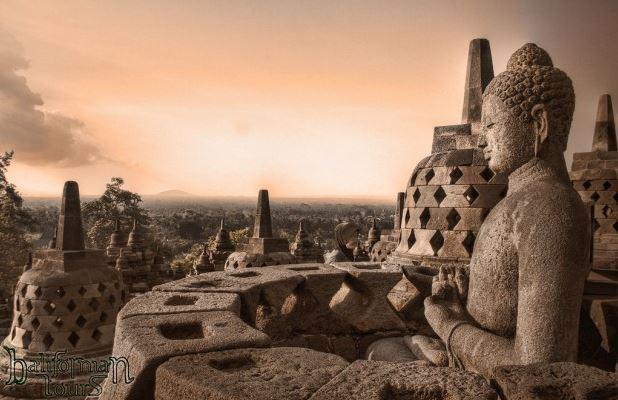 Borbodur - el templo más grande del mundo construida en honor del Buda-3-12maria