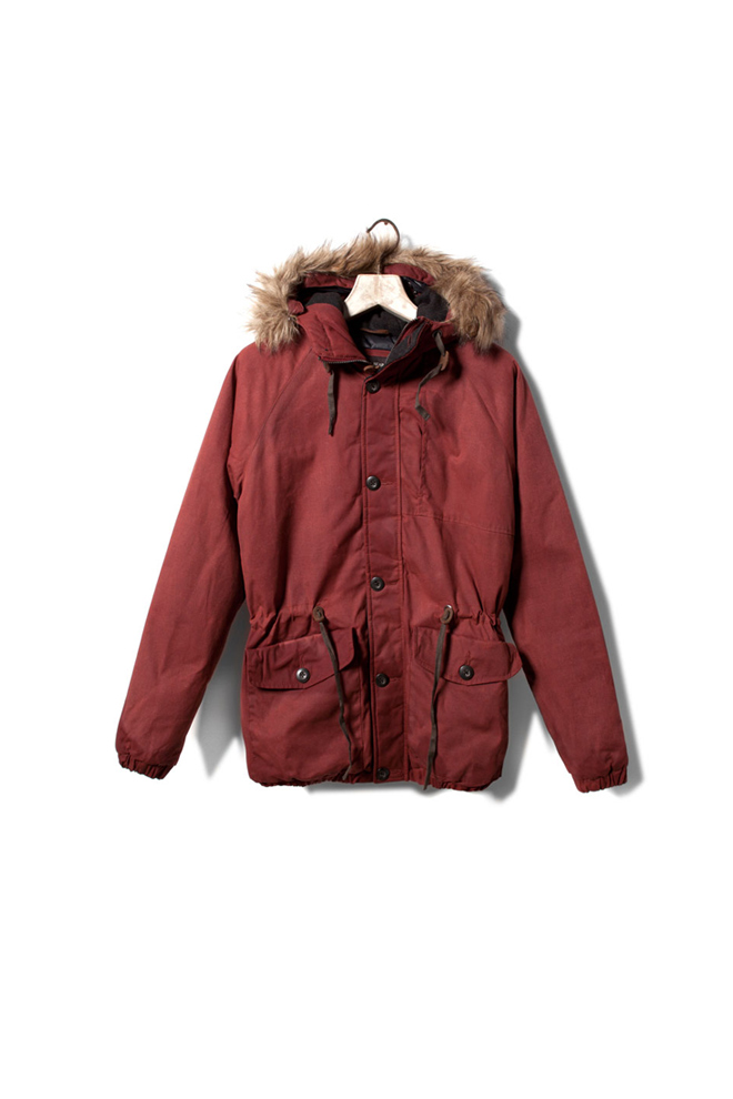 Chaquetón rojo con capucha