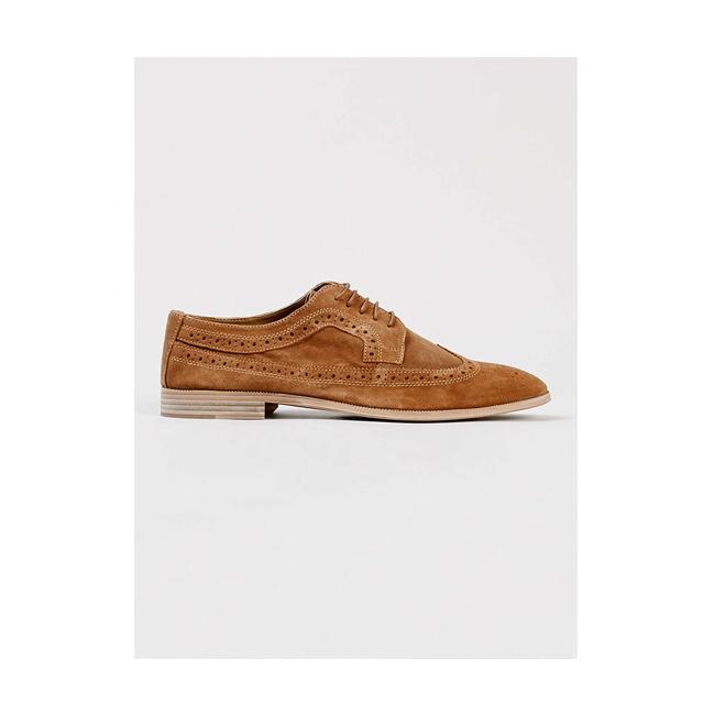 Zapato marrón en ante