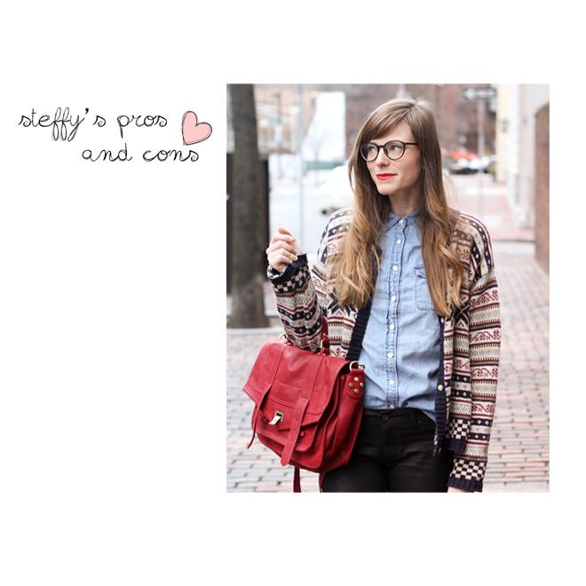 Steffy Pros & Cons con gafas