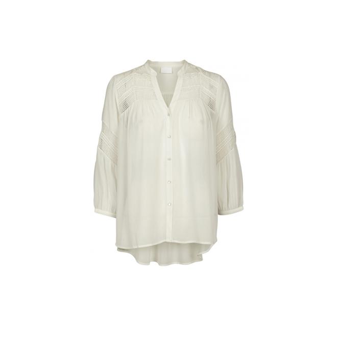 Camisa blanca con detalles de crochet