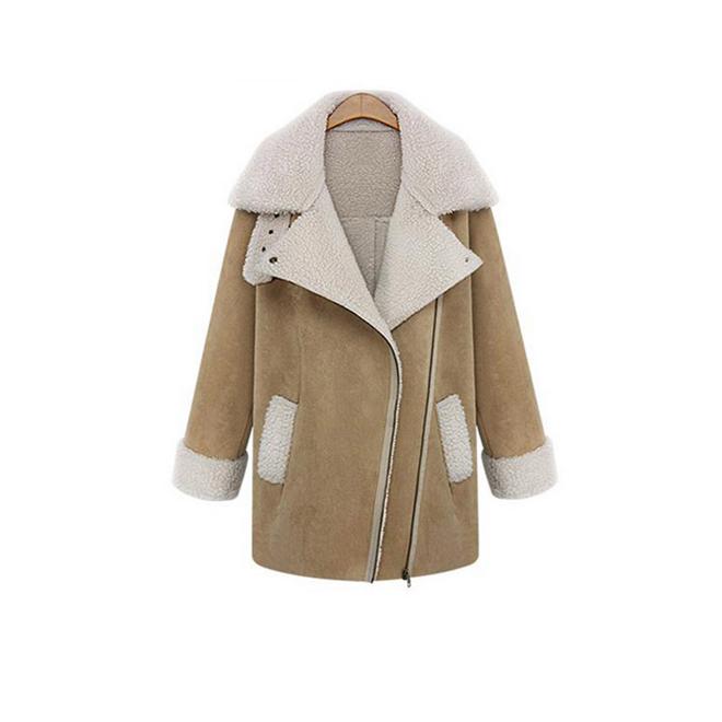 Abrigo beige con borrego blanco