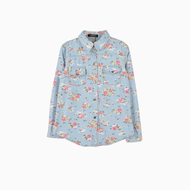 Camisa con pequeñas flores