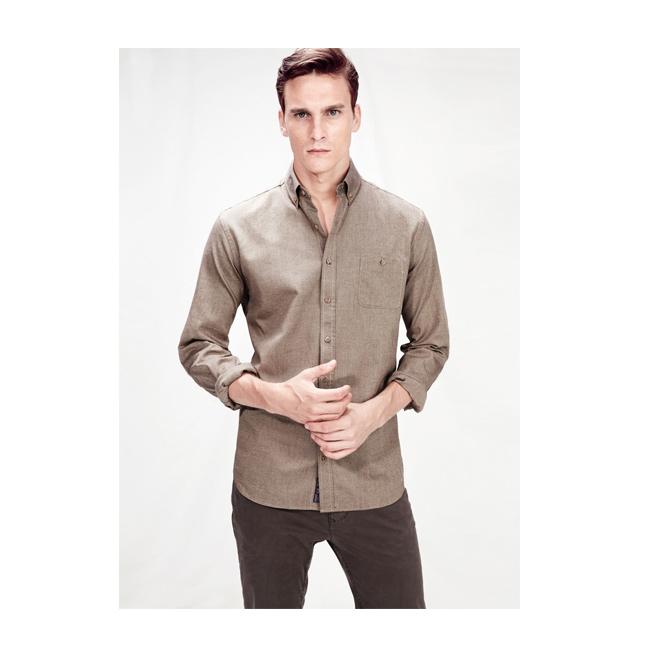 Camisa marrón de lino