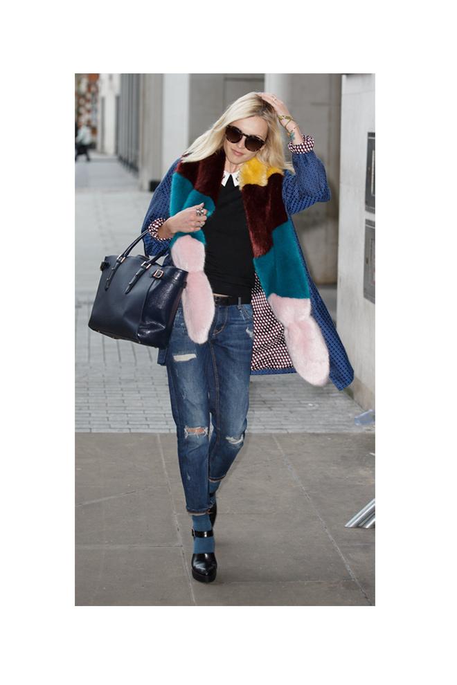 Estola + jeans+ high heels