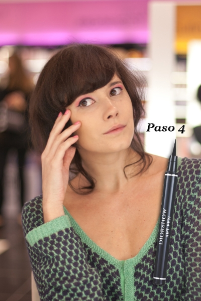 "Paso 4: Eyeliner ""Diorshow Art Pen"""