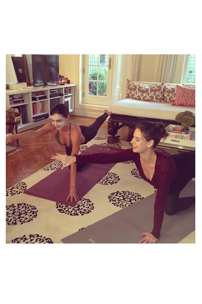 Ejercicios en casa stylelovely - Ejercicios yoga en casa ...