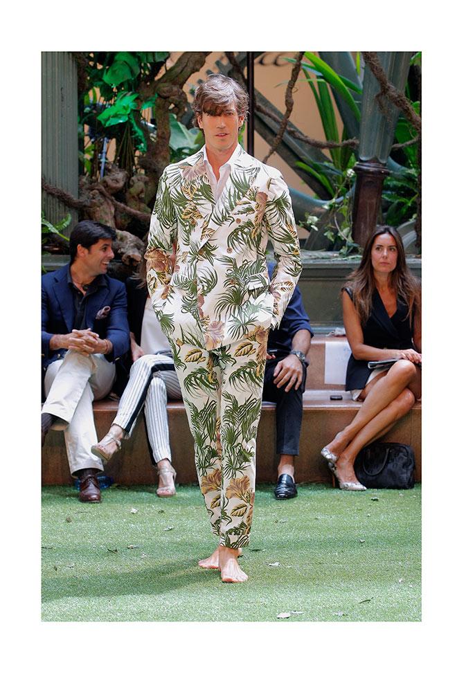 Oriol Elcacho con print tropical