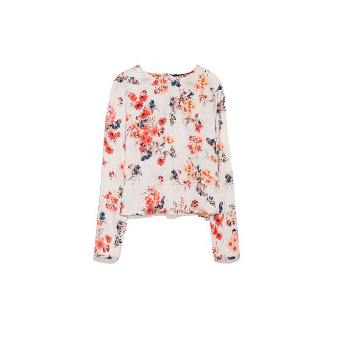 Camisa cropped con flores