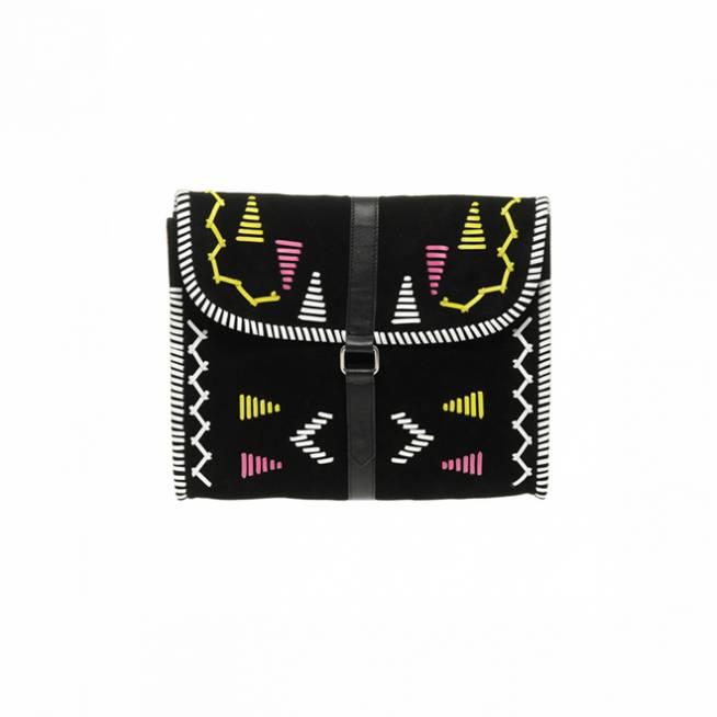 En color negro estilo azteca