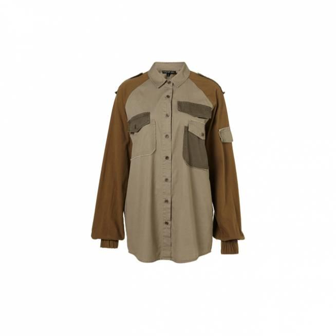 Camisa con parches militar