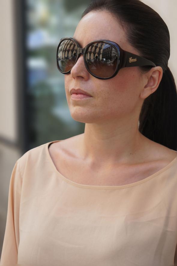 chica maxi gafas