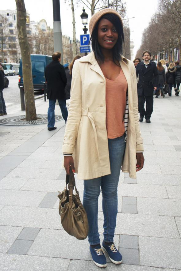estilismo - chica - parís - street style - gorro pelo - moda - ropa