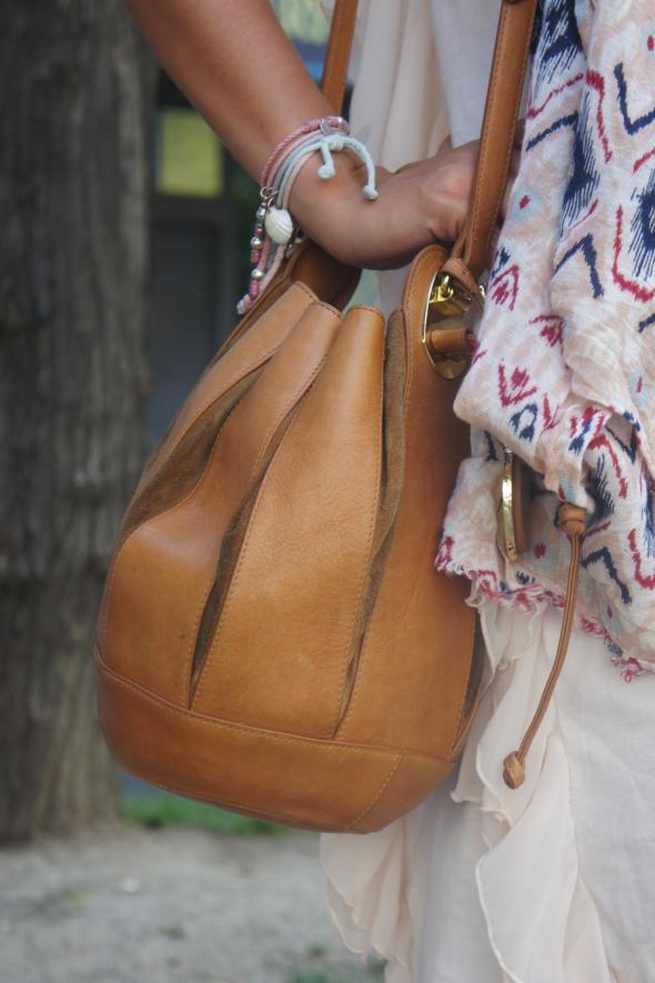 estilismo chica bolso saco