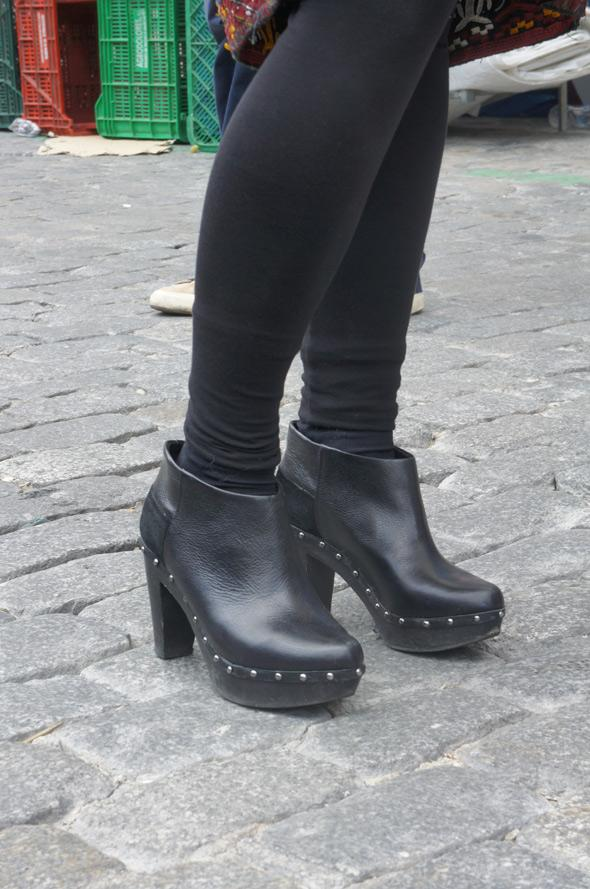 zapatos negros leggins rockeros