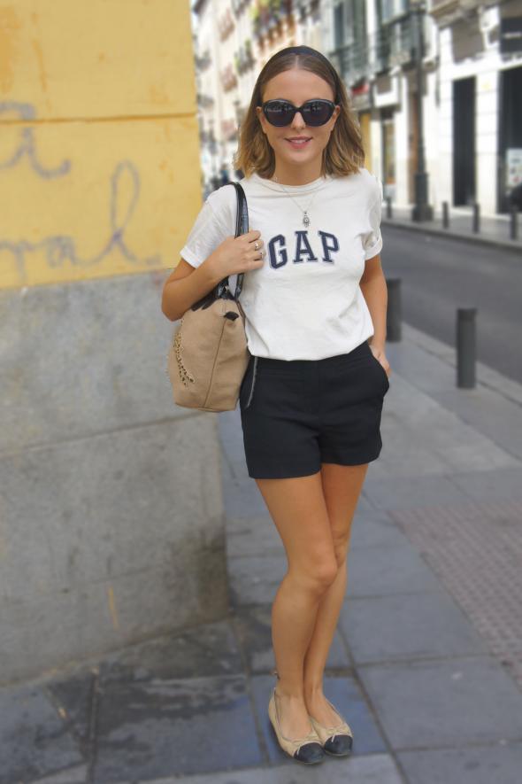 estilismo chica camiseta gap