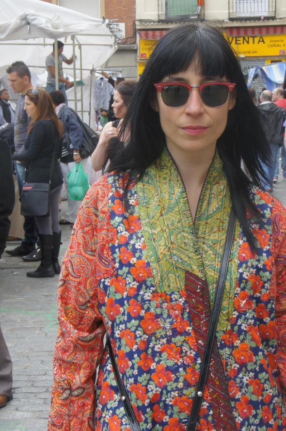 estilismo mujer abrigo turquía gafas rayban