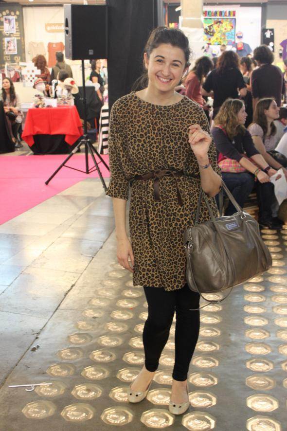 estilismo chica vestido leopardo