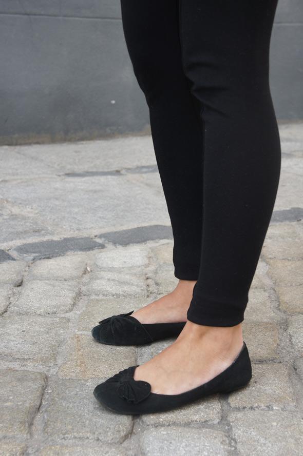 chica look leggins zapato negro
