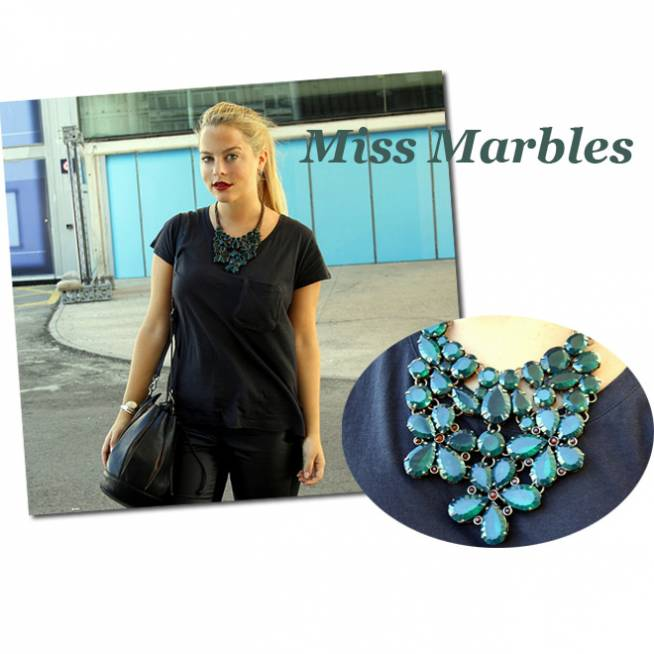 Miss Marbles & Collar con piedras verdes