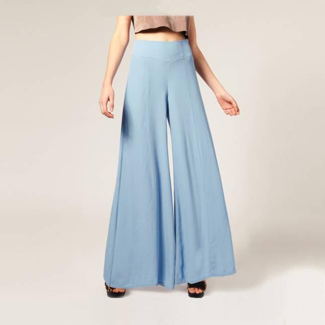 Pantalones anchos en celeste