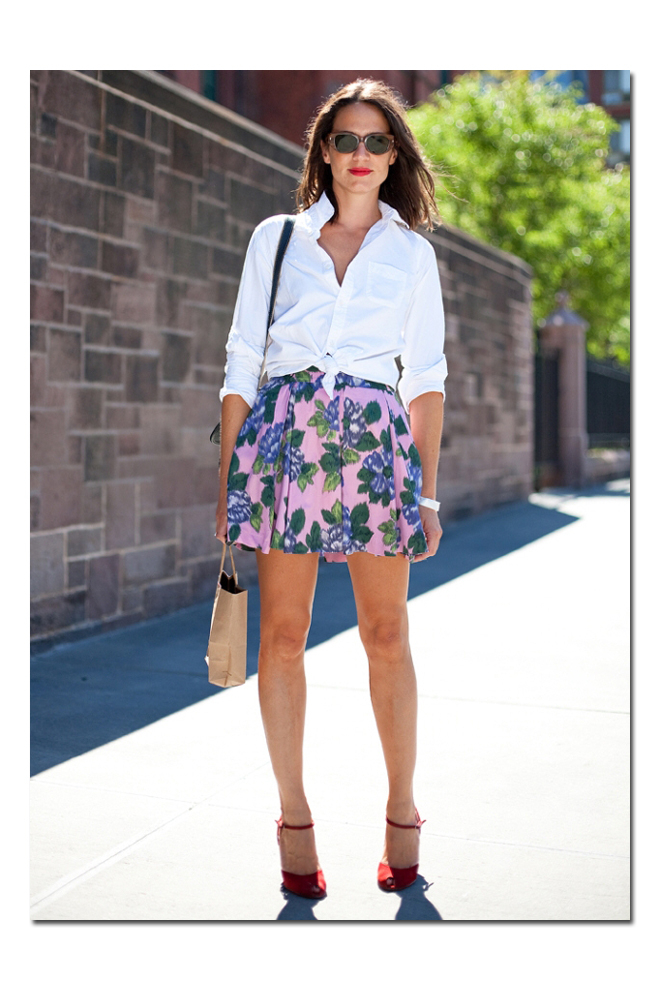 Anudada y con minifalda