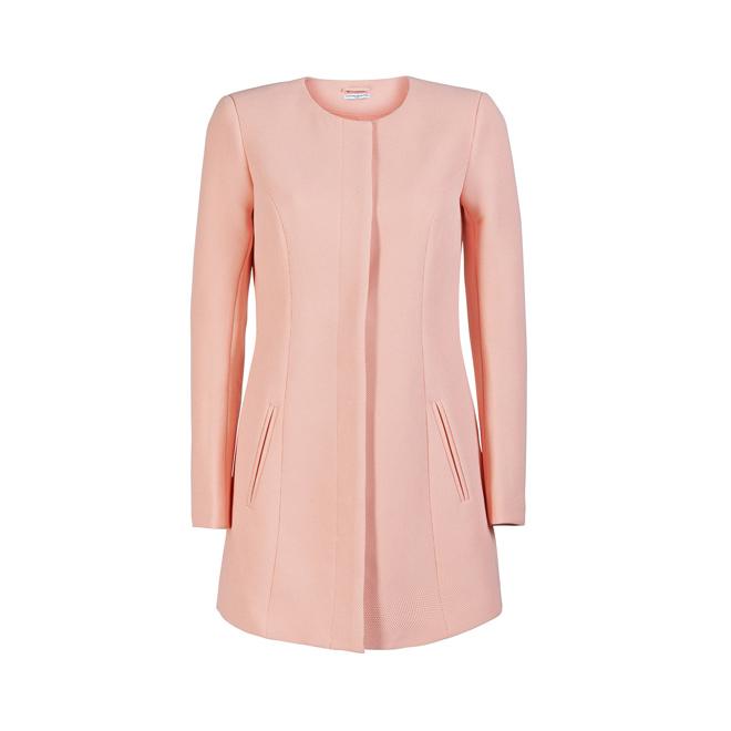 Abrigo rosa con cuello caja