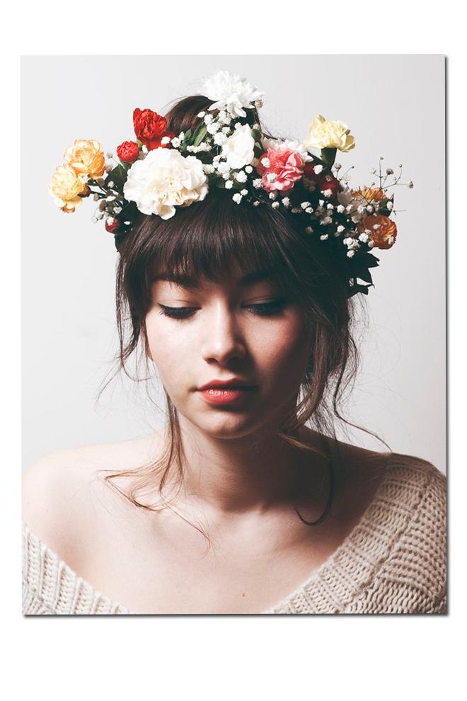 Con corona de flores