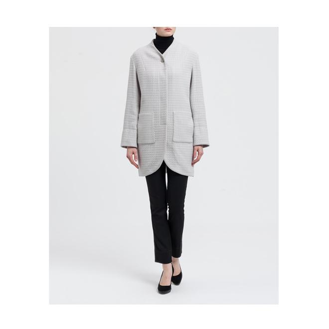 Abrigo gris con bajo redondeado