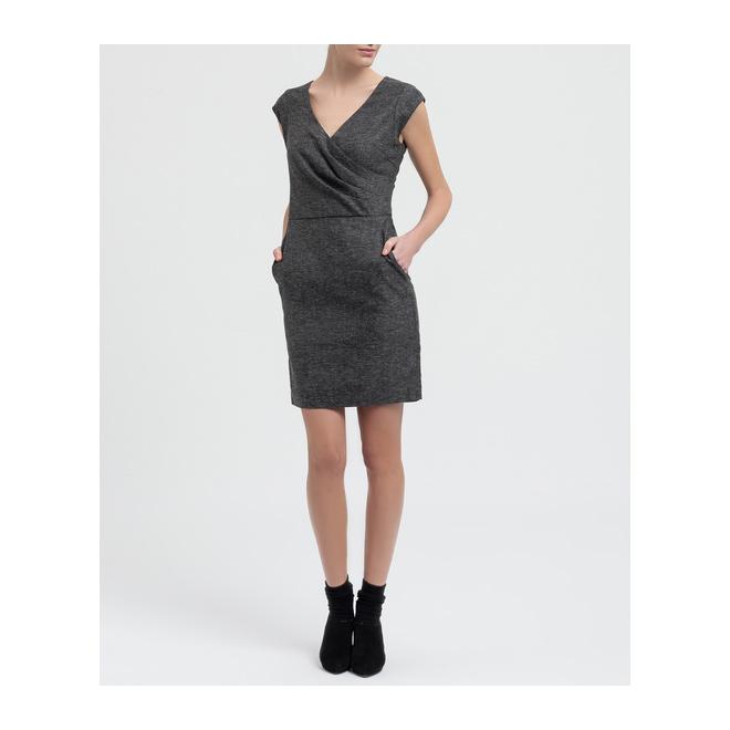 Vestido gris con drapeado
