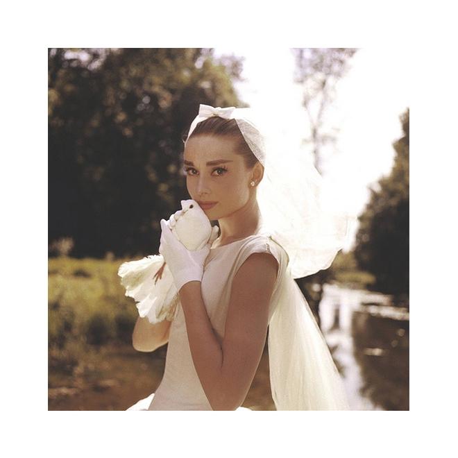 Novia con guantes