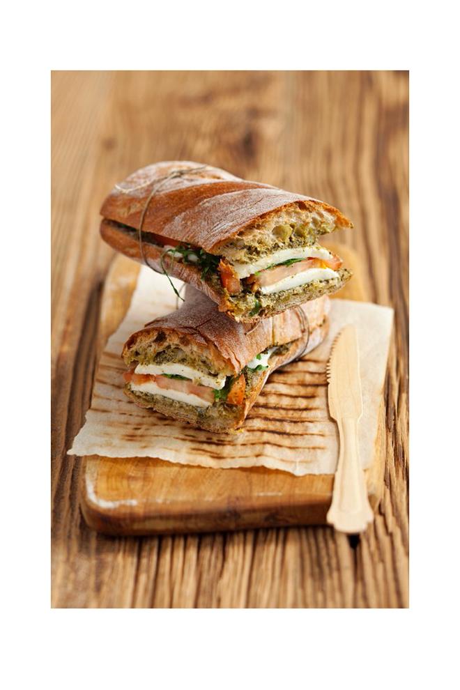 Sandwich de mozzarella y tomate