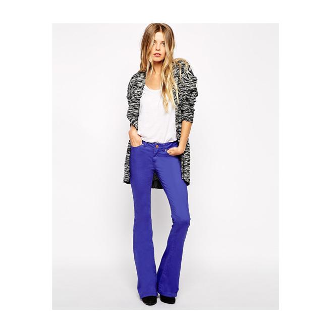 Jeans de talle bajo violetas