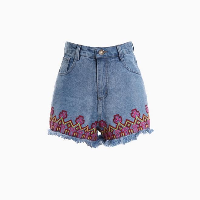 Shorts denim con bordados