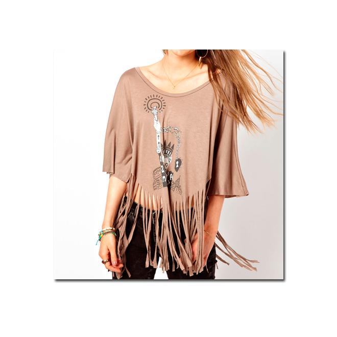 Camiseta con print y flecos