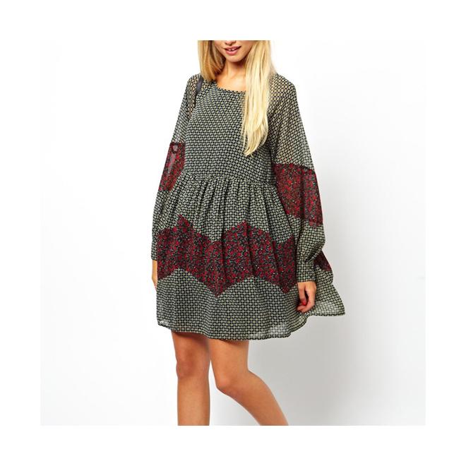Vestido amplio con estampado patchwork