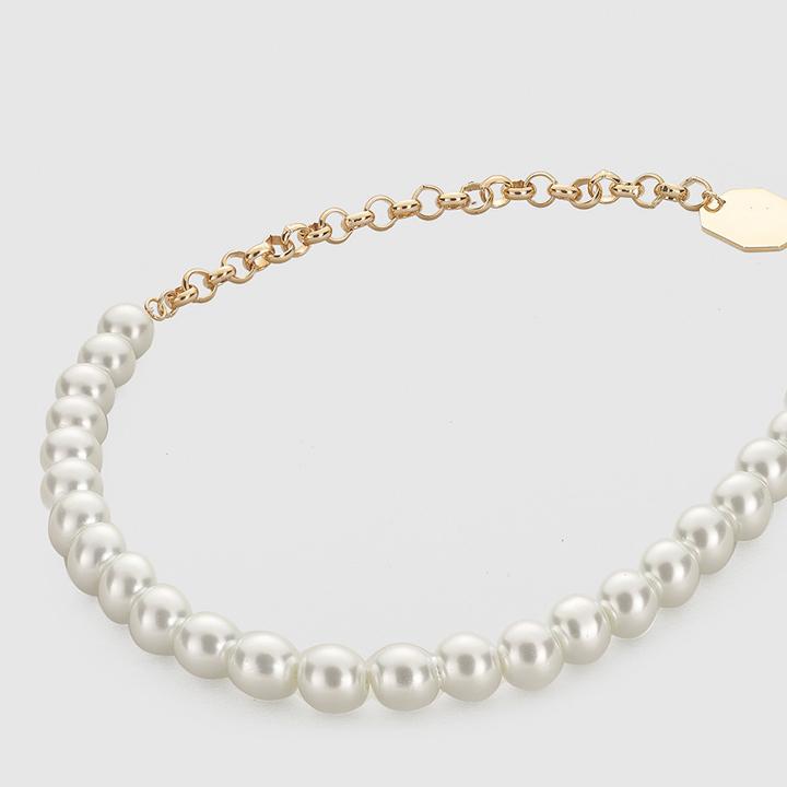 Collar de perlas con chapa dorada de El Corte Inglés: tendencias del 2019