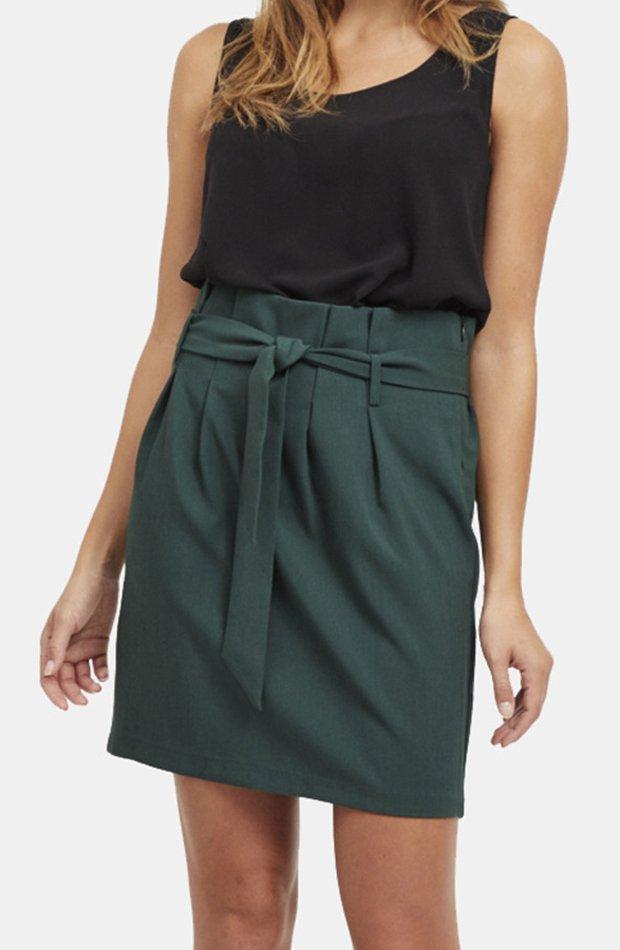 Falda corta con lazada de Object: vuelven las minifaldas
