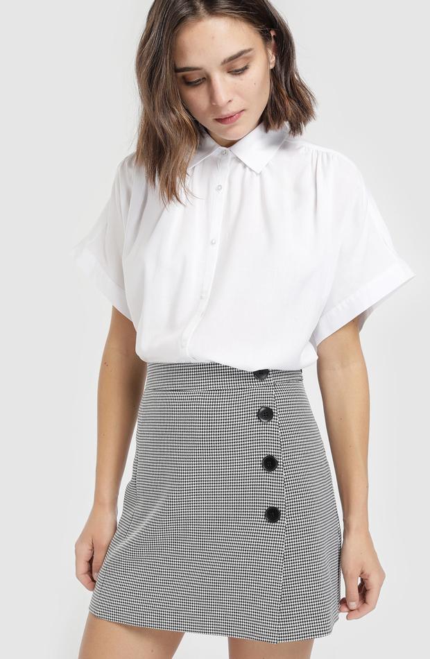 Falda de pata de gallo con botones de Fórmula Joven: vuelven las minifaldas