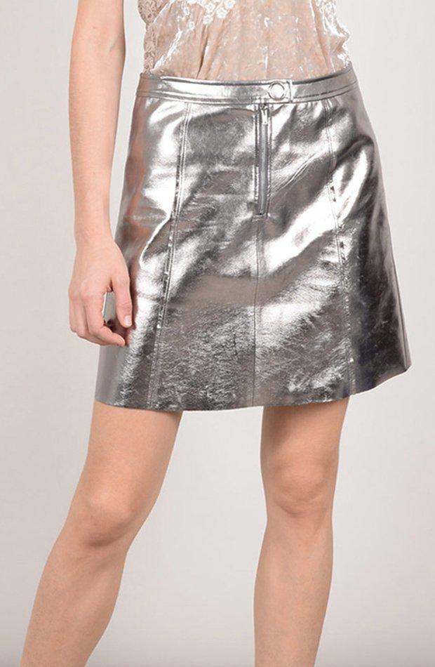 Falda mini en color plata de Molly Bracken: vuelven las minifaldas