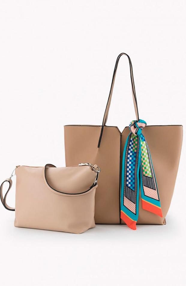Detalle de pañuelo: bolsos verano y oficina