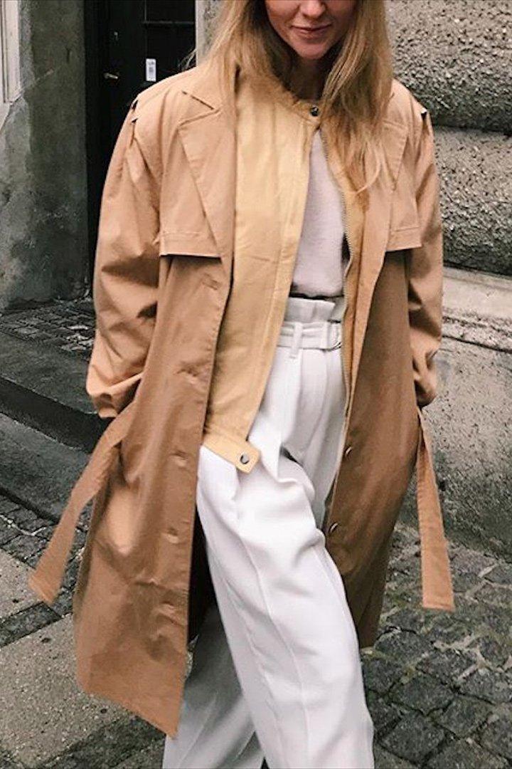 Jeanette Friis Madsen gabardina camel 2018