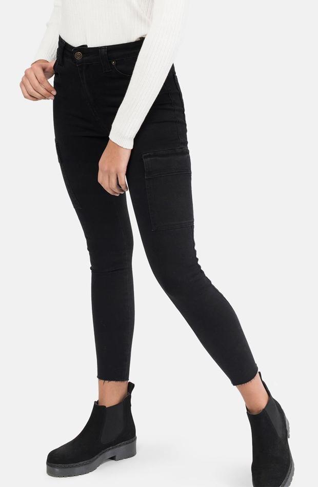 Pantalón pitillo en negro de Bronwie: prendas estilo María Fernández-Rubíes