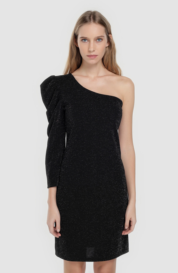 Vestido con lurex y escote asimétrico de Easy Wear: prendas estilo María Fernández-Rubíes