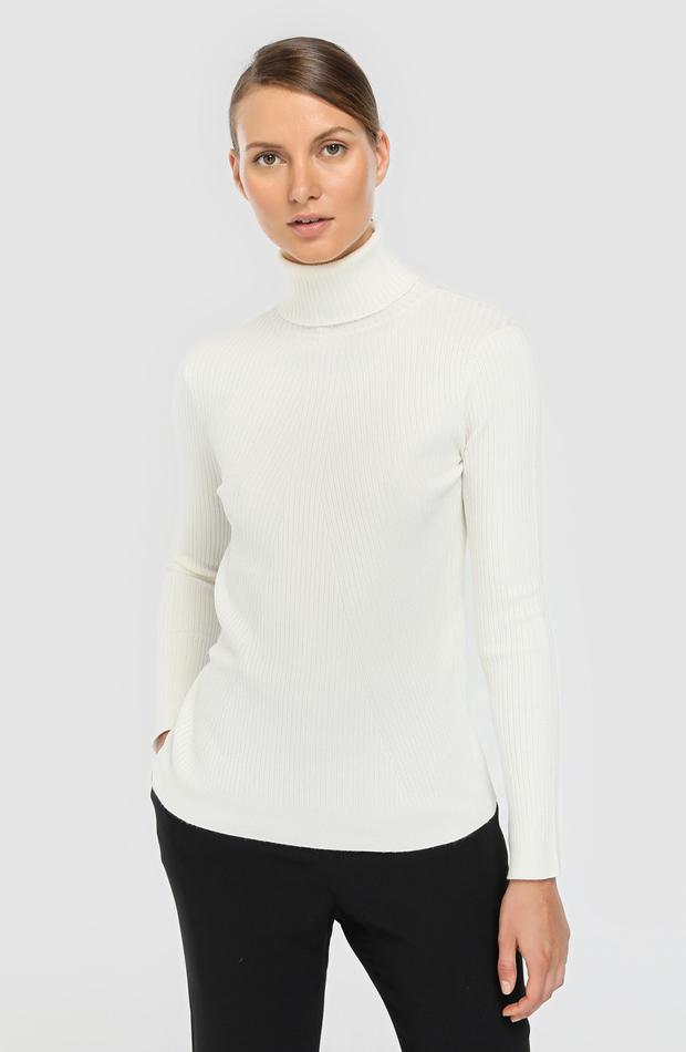 Jersey de canalé con cuello alto de Woman Limited El Corte Inglés: prendas estilo María Fernández-Rubíes