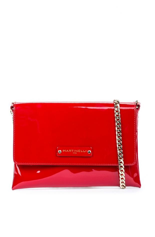 Bolso de mano de charol rojo de Martinelli: prendas estilo María Fernández-Rubíes