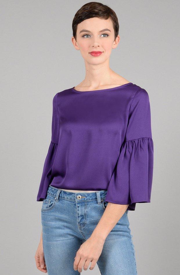Blusa morada con manga mariposa de Molly Bracken: prendas colores ácidos