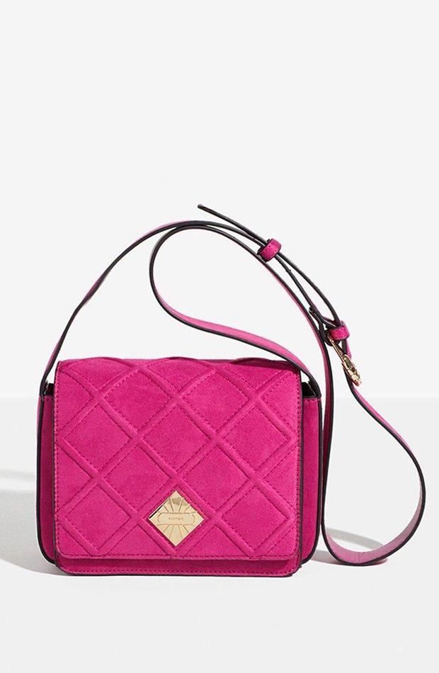Bolso bandolera en color rosa con detalle de hebilla de Parfois: prendas colores ácidos