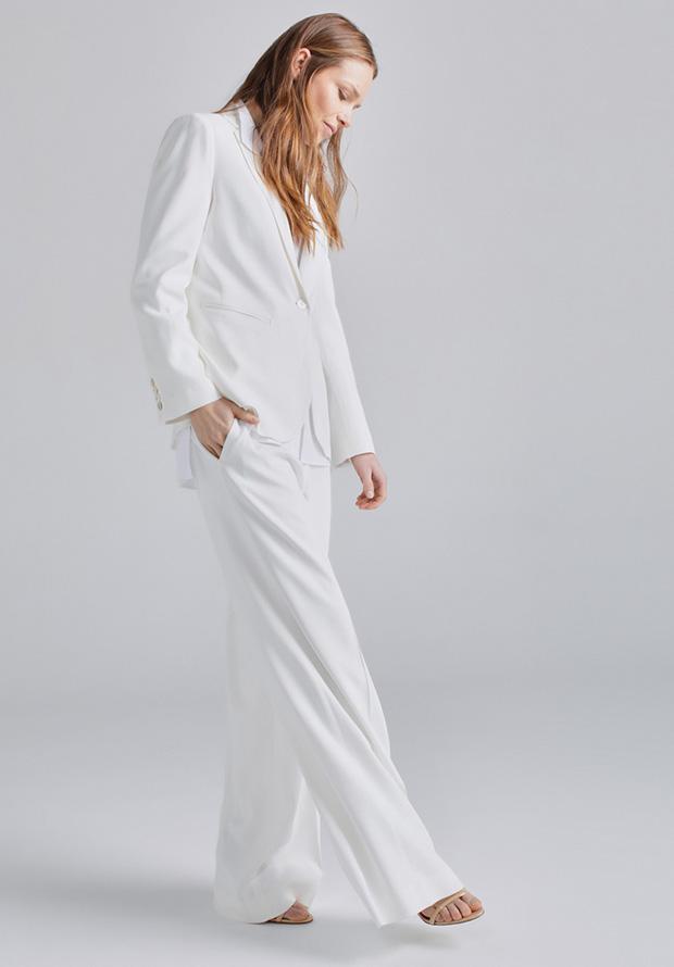 Traje de chaqueta de primavera en blanco